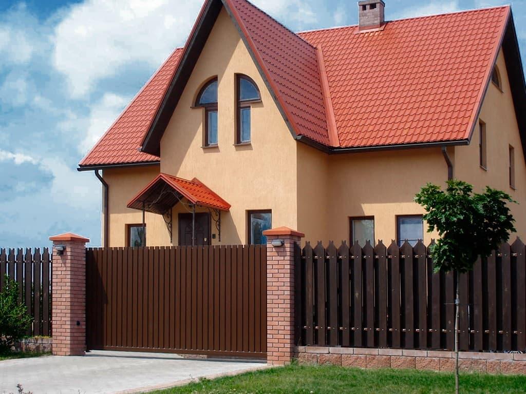 забор для фасада дома фото моменты